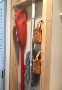 ディアウォールで作った掃除道具の収納棚