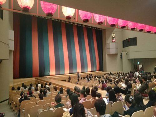 歌舞伎会場の様子