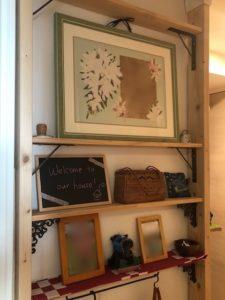 ディアウォールで玄関横に飾り棚を設置